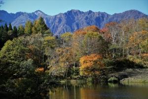 天池と鳥甲山
